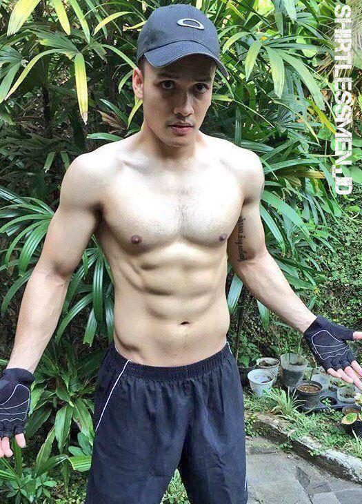 Biodata Randy Pangalila, Aktor Ganteng Dari Indonesia